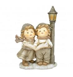 Niños navideños pareja cantores